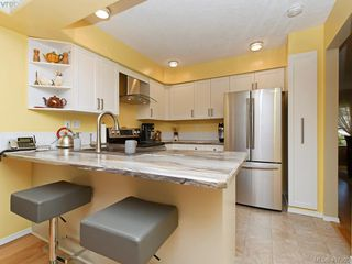 Photo 8: 206 510 Marsett Pl in VICTORIA: SW Royal Oak Row/Townhouse for sale (Saanich West)  : MLS®# 809516
