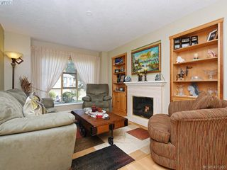 Photo 2: 206 510 Marsett Pl in VICTORIA: SW Royal Oak Row/Townhouse for sale (Saanich West)  : MLS®# 809516