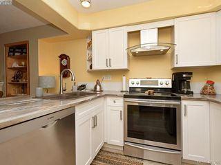 Photo 9: 206 510 Marsett Place in VICTORIA: SW Royal Oak Row/Townhouse for sale (Saanich West)  : MLS®# 407360