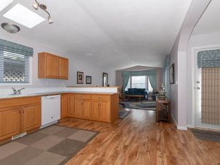 """Photo 3: 28 11931 PONDEROSA Boulevard in Pitt Meadows: Central Meadows Manufactured Home for sale in """"MEADOWS HIGHLAND PARK"""" : MLS®# R2363029"""
