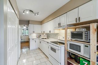 """Photo 3: 58 8555 KING GEORGE Boulevard in Surrey: Queen Mary Park Surrey Townhouse for sale in """"BEAR CREEK VILLAGE"""" : MLS®# R2366246"""