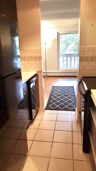 Photo 3: 511 9918 101 Street in Edmonton: Zone 12 Condo for sale : MLS®# E4217666
