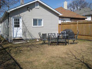 Photo 3: 301 INGLEWOOD Street in WINNIPEG: St James Residential for sale (West Winnipeg)  : MLS®# 1107273