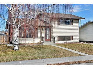 Photo 1: 1328 PENNSBURG Road SE in CALGARY: Penbrooke Residential Detached Single Family for sale (Calgary)  : MLS®# C3609247