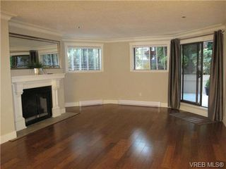Photo 4: 111 1560 Hillside Ave in VICTORIA: Vi Oaklands Condo Apartment for sale (Victoria)  : MLS®# 682375