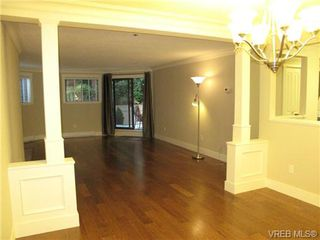 Photo 3: 111 1560 Hillside Ave in VICTORIA: Vi Oaklands Condo Apartment for sale (Victoria)  : MLS®# 682375