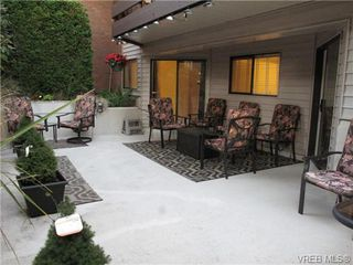 Photo 16: 111 1560 Hillside Ave in VICTORIA: Vi Oaklands Condo Apartment for sale (Victoria)  : MLS®# 682375