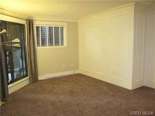 Photo 8: 111 1560 Hillside Ave in VICTORIA: Vi Oaklands Condo Apartment for sale (Victoria)  : MLS®# 682375
