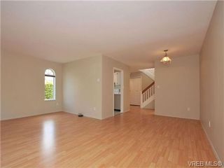 Photo 4: 1 9855 Resthaven Dr in SIDNEY: Si Sidney North-East Row/Townhouse for sale (Sidney)  : MLS®# 689194