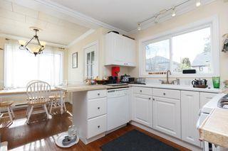 Photo 5: 2858 Scott St in VICTORIA: Vi Oaklands Single Family Detached for sale (Victoria)  : MLS®# 752519