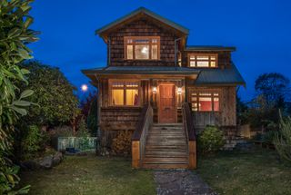 Photo 1: 402 E 5TH Street in North Vancouver: Lower Lonsdale House for sale : MLS®# R2221252