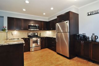 Photo 2: 116 2998 ROBSON Drive in Coquitlam: Westwood Plateau Townhouse for sale : MLS®# R2243655