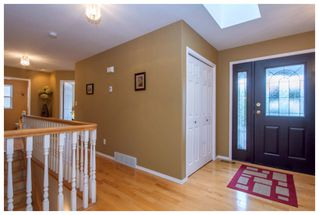 Photo 2: 2915 Canada Way in Sorrento: Cedar Heights House for sale : MLS®# 10148684