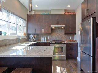 Photo 2: 5 1234 Johnson Street in VICTORIA: Vi Downtown Townhouse for sale (Victoria)  : MLS®# 390536