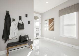 Photo 2: 2808 202 Street in Edmonton: Zone 57 House for sale : MLS®# E4143152