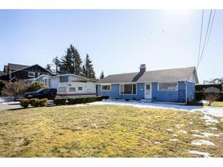 Photo 1: 35042 HENRY Avenue in Mission: Hatzic House for sale : MLS®# R2345163
