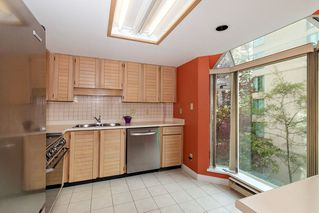 Photo 8: 401 1455 DUCHESS Avenue in West Vancouver: Ambleside Condo for sale : MLS®# R2364582