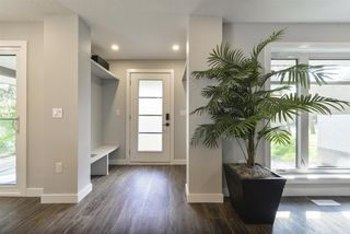 Photo 2: 9322 98 Street in Edmonton: Zone 15 House for sale : MLS®# E4174981