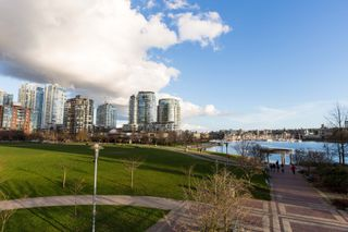 Photo 9: B110 1331 Homer Street in Pacific Point 1: Yaletown Home for sale ()  : MLS®# R2033727
