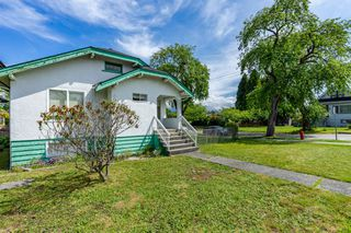 Photo 2: 2697 DUNDAS Street in Vancouver: Hastings House for sale (Vancouver East)  : MLS®# R2471004