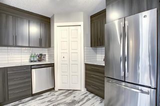 Photo 3: 94 3809 45 Street SW in Calgary: Glenbrook Row/Townhouse for sale : MLS®# A1012814