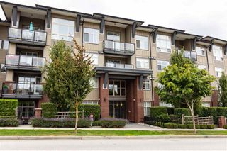 Photo 4: 409 19201 66A Avenue in Surrey: Clayton Condo for sale (Cloverdale)  : MLS®# R2494746