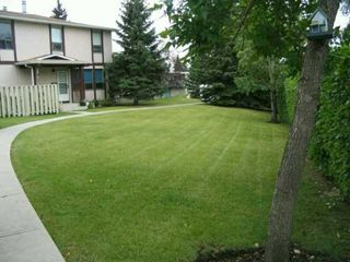 Photo 3:  in CALGARY: Thorncliffe Townhouse for sale (Calgary)  : MLS®# C3142209