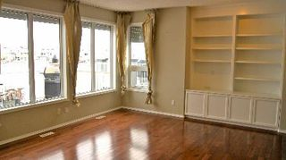 Photo 3: 411 CALDERON CRESCENT in Edmonton: House for sale (Cumberland)  : MLS®# E3282766