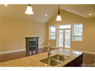 Photo 4: 3633 Coleman Place in Victoria: Co Latoria Single Family Detached for sale (Colwood)  : MLS®# 302702
