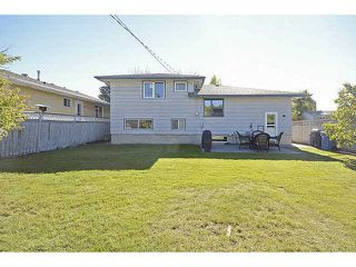 Photo 2: 1404 LAKE MICHIGAN Crescent SE in CALGARY: Lk Bonavista Downs Residential Detached Single Family for sale (Calgary)  : MLS®# C3635964