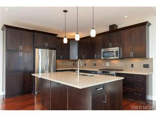 Photo 7: 704 Demel Place in VICTORIA: Co Triangle Single Family Detached for sale (Colwood)  : MLS®# 344193