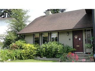 Photo 1: 523 Leaside Pl in VICTORIA: SW Glanford House for sale (Saanich West)  : MLS®# 695489