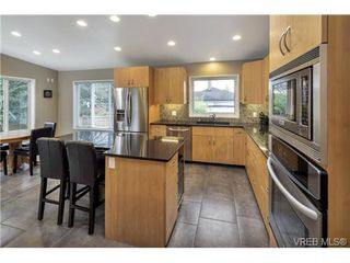 Photo 10: 3545 Cardiff Pl in VICTORIA: OB Henderson House for sale (Oak Bay)  : MLS®# 721666