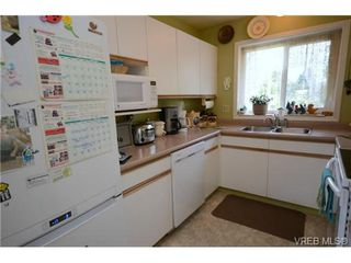 Photo 2: 735 Kelly Road in VICTORIA: Co Hatley Park Single Family Detached for sale (Colwood)  : MLS®# 366756