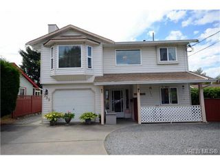 Photo 1: 735 Kelly Road in VICTORIA: Co Hatley Park Single Family Detached for sale (Colwood)  : MLS®# 366756