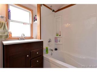 Photo 8: 1635 Kings Road in VICTORIA: Vi Oaklands Single Family Detached for sale (Victoria)  : MLS®# 366910