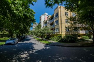 """Photo 2: 403 1125 GILFORD Street in Vancouver: West End VW Condo for sale in """"GILFORD COURT"""" (Vancouver West)  : MLS®# R2086095"""