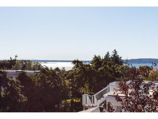 Photo 13: 952 PARKER Street: White Rock House for sale (South Surrey White Rock)  : MLS®# R2114907