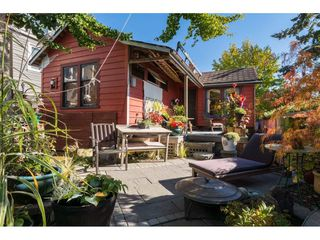 Photo 1: 952 PARKER Street: White Rock House for sale (South Surrey White Rock)  : MLS®# R2114907