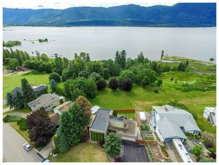 Photo 1: 2721 Northeast 17 Street in Salmon Arm: Appleyard House for sale (NE Salmon Arm)  : MLS®# 10134504