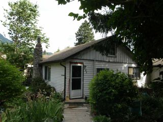 Photo 1: 547 3RD Avenue in Hope: Hope Center House for sale : MLS®# R2187007