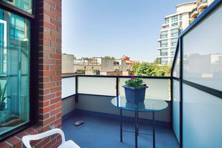 "Photo 17: 208 10 RENAISSANCE Square in New Westminster: Quay Condo for sale in ""MURANO LOFTS"" : MLS®# R2189938"
