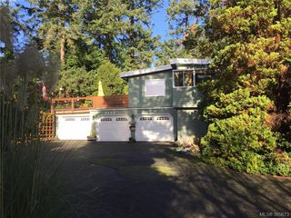 Photo 2: 3954 Grandis Pl in VICTORIA: SE Queenswood Single Family Detached for sale (Saanich East)  : MLS®# 774974