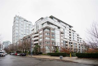 Main Photo: TH103 1288 MARINASIDE CRESCENT in Vancouver: Yaletown Townhouse for sale (Vancouver West)  : MLS®# R2229944