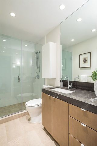 "Photo 17: 1601 112 E 13 Street in North Vancouver: Central Lonsdale Condo for sale in ""Centreview"" : MLS®# R2236456"