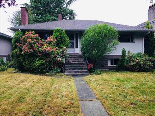 Photo 3: 4487 HUXLEY Avenue in Burnaby: Burnaby Hospital House for sale (Burnaby South)  : MLS®# R2277906