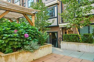 """Photo 3: 112 828 ROYAL Avenue in New Westminster: Downtown NW Townhouse for sale in """"Brickstone Walk"""" : MLS®# R2293175"""