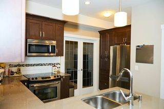 """Photo 9: 112 828 ROYAL Avenue in New Westminster: Downtown NW Townhouse for sale in """"Brickstone Walk"""" : MLS®# R2293175"""