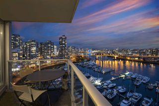 """Main Photo: 1802 1228 MARINASIDE Crescent in Vancouver: Yaletown Condo for sale in """"CRESTMARK"""" (Vancouver West)  : MLS®# R2329827"""