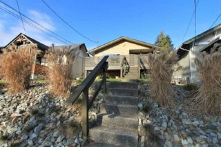 Main Photo: 32853 3RD Avenue in Mission: Mission BC House for sale : MLS®# R2335802